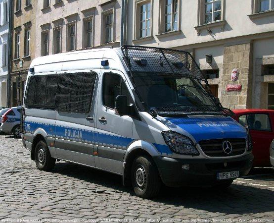 Policja Pabianice: Pijany wandal uszkodził 8 samochodów